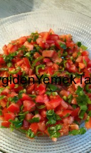 Klasik Domates Salatası
